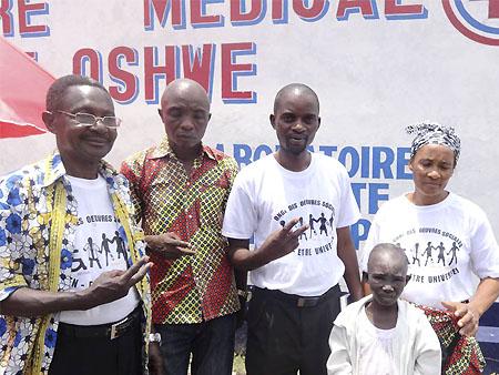 La petite Emmanuelle (13 ans) après sa visite à l'hôpital Oshwe, à Kinshasa (RDC)